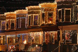 CHRISTMASTREEROWHOUSE