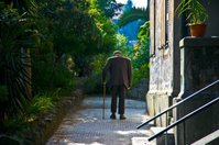 Old_man_walking_2
